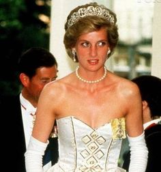 Fairytale dress: Princess Diana pictured in a dress that sold at auction today Princess Diana Fashion, Princess Diana Pictures, Royal Princess, Princess Of Wales, Iconic Dresses, Gold Gown, Fairytale Dress, Engagement Dresses, Princess Margaret