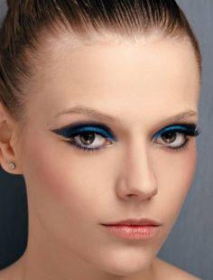 Maquiagem azul/ google.com