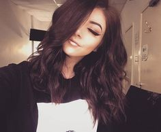 Been trying forever and finally learned how to curl my hair with a straightener! Chrissy Constanza, Messy Waves, Selfie Poses, Selfies, Beauty Tutorials, Celebs, Celebrities, True Beauty, Bob Hairstyles