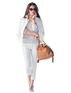 夏に大活躍の白の着こなしは、 キリッとしすぎる傾向も。 ラフな杢グレーではずすのが旬のバランス。  着用アイテム ニット¥15,500(アンタイトル) 白リブタンクトップ¥7,000(GALERIEVIE 丸の内店〈GALERIE VIE〉) 白ミリタリー風ジャケット¥19,000(アバハウス エルエ エル 銀座マロニエゲート店〈ドゥヴィネット〉) 白クロップドパンツ¥26,000(バーニーズ ニューヨーク〈バーニーズ ニューヨーク〉) バッグ¥5,000(ナノ・ユニバース ザファーストフロアーららぽーと豊洲〈セントレアマラント〉) 靴¥19,000(ハイブリッジ インターナショナル〈アンバサダーズ バイ ヴァージニア〉) ピアス¥9,000(ショールーム セッション〈RACKETS〉) バングル¥57,000(Planetblue world 六本木ヒルズ店〈DANNIJO〉) サングラス¥31,000(オリバーピープルズ 代官山〈オリバーピープルズ〉) ネックレス¥23,000(ポワン ド ミニョン 大阪店〈ジェラルド ヨスカ〉)