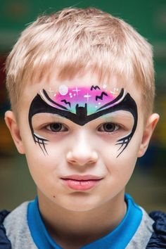Face painting examples are very useful in the art of face painting. One of the greatest things about face painting examples, is that there are many reference guides both free and for sale that will show you many different types of fac Face Painting Images, Face Painting For Boys, Face Painting Designs, Mask Painting, Body Painting, Batman Face Paint, Canvas Art Quotes, Boy Face, Digital Art Girl