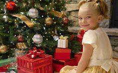 Cute Kids With Christmas Tree Wallpaper for Phone Tree Wallpaper Phone, Christmas Tree Wallpaper, Holiday Wallpaper, Phone Wallpapers, Desktop, Diy Design, Family Christmas, Xmas, Work Images