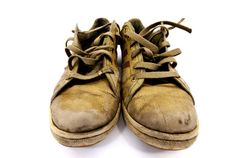 Combat Stinky Shoes. Place dried orange peels in a sachet, and place the sachet in your smelly shoes. The peel will naturally absorb the odors.  Read more: http://www.care2.com/greenliving/12-surprising-uses-for-orange-peel.html#ixzz3UaQh1Z4c