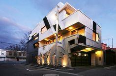 Curiosa forma de integrar un grafiti en la arquitectura / Graffiti and Architecture - Together in a Modern Building