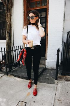 67 Trendy Ideas For Brunch Outfit Casual Shoes Casual Outfits, Cute Outfits, Fashion Outfits, Fashion Trends, Casual Brunch Outfit, Fashion Bloggers, Casual Shoes, Red Shoes Outfit, Outfits With Red Shoes