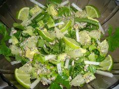Ingrediente:  -2 maini spanac  -1 salata creata  -1 avocado  -1 gulie  -patrunjel  -grapefruit alb  -seminte:floarea soarelui,susan,chia,mac  -putin ulei de mas