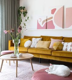 Musthave: It starts with pink - Enter My Attic MY ATTIC / interieur musthave / woonkamer / yellow sofa / velvet / pink / roze Fotografie: Marij Hessel MY ATTIC / interieur musthave / woonkamer / yellow sofa / velvet / pink / roze Fotografie: Marij Hessel Living Room Inspiration, Interior Inspiration, Interior Ideas, Inspiration Design, Interior Decorating, Living Room Sofa, Living Room Decor, Living Room Yellow, Pink Living Rooms