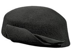 Pillbox-Stil Hut, Velluto Nero Qualität, Filz-Dekoration, Metallabzeichen Beanie, Hats, Fashion, Felt Decorations, Felt Hat, Badge, Moda, Hat, Fashion Styles