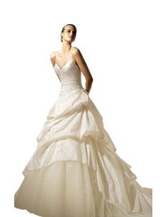 2013 Fashion A-Line/Princess Sweetheart Cathedral Train Wedding Dress With Ruffle/Draped/Applique