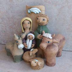 Velký betlém Betlém tvoří figury Marie s Ježíškem, Josef,