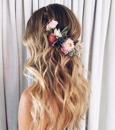 Unicorn hair for your wedding. makeup invitada 20 Wedding Looks We Love by 1011 Makeup Floral Wedding Hair, Hairdo Wedding, Floral Hair, Wedding Hairstyles, Hairstyles Haircuts, Diy Wedding Makeup, Bridal Hair And Makeup, Bride Makeup, Unicorn Wedding