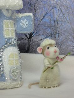 Needle Felting / Needle Felted Creations By Barby Anderson: August 2011 Needle Felted Animals, Felt Animals, Funny Animals, Pet Mice, Needle Felting Tutorials, Felt Mouse, Cute Mouse, Little Critter, Wet Felting