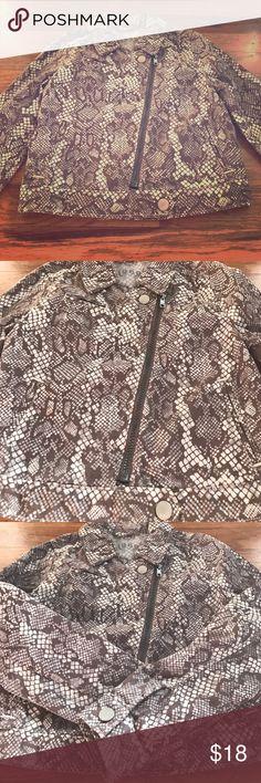 Girls' moto jacket Girls' Gap moto jacket. Super cute! Snakeskin print. Cotton/spandex combo. Great for spring/summer. Pockets and zipper. Size M. *no trades* GAP Jackets & Coats