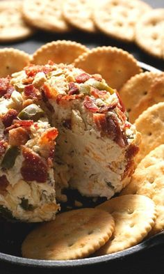 Jalapeno Popper Bacon Cheese Ball – super easy appetizer that takes only 20 minutes to make! Packed with cheese, spicy peppers and bacon – this is the ultimate cheese ball!