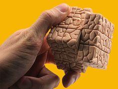 """""""O cérebro é como um músculo, sem exercícios ele atrofia. E morre"""". Assim como fazemos exercícios físicos para manter a forma e a saúde do corpo, também precisamos exercitar a mente. E esse trabalho o portal Café Brasil faz muito bem, criando conteúdos que fazem a gente pensar. A proposta surgiu em 2005, quando Luciano Pires resolveu ampliar o alcance de seu trabalho, buscar meios de falar às pessoas que não estavam conectadas ao limitado universo da internet."""
