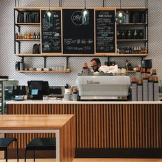 Breakfast service counter flow: lowered display case, counter, POS, coffee machine positioning