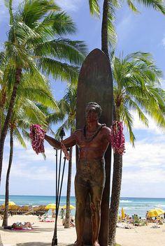 36. Take your picture with the Duke Kahanamoku Statue.