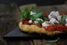 Kommst du je in den Genuss dieser Tarte Tatin, wirst du sie nie mehr vergessen… Vegetable Pizza, Vegetables, Eat, Food, Tarte Tatin, Farmers, Left Out, Fresh, Tomatoes
