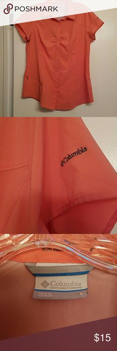 Columbia Top Beautiful salmon color Columbia Top with omni shade sun protection. Has zip pocket on side Columbia Tops Button Down Shirts