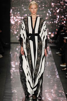 Naeem Khan Fall 2012 Ready-to-Wear Collection - Vogue The complete Naeem Khan Fall 2012 Ready-to-Wear fashion show now on Vogue Runway. Abaya Fashion, Modest Fashion, Runway Fashion, Fashion Show, Womens Fashion, Muslim Fashion, 80s Fashion, Vintage Fashion, Naeem Khan