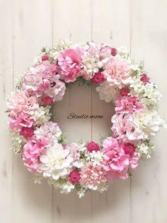 ピンクゼラニウムのリース|フラワー・リース|工房 月|ハンドメイド通販・販売のCreema Wreath Crafts, Diy Wreath, Door Wreaths, Wedding Reception Flowers, Wedding Wreaths, Corona Floral, Shabby Chic Wreath, Estilo Country, Funeral Flowers