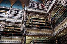 El Real Gabinete Portugués de Lectura de Río de Janeiro. Fue construido entre 1880 y 1887. La Biblioteca alberga más de 350.000 ejemplares, entre los que se encuentran obras de gran valor relativas a la cultura en lengua portuguesa (entre ellas, una editio princeps de Os Lusiadas, libros impresos de los siglos XVI y XVII, manuscritos originales de diversos autores, etc..