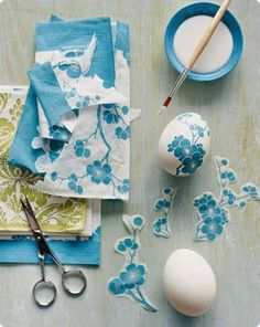 Paper Napkin Decoupage Eggs How-to. (Hard boil eggs instead & use watered down glue for cheaper alternative to decoupage) Kids Crafts, Easter Crafts, Craft Projects, Easter Ideas, Craft Ideas, Fun Ideas, Easter Decor, Creative Ideas, Egg Crafts