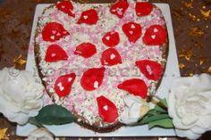 """Tarta negresa cu nuci caramelizate, crema englezeasca si petale de martipan """" Love Rose"""""""