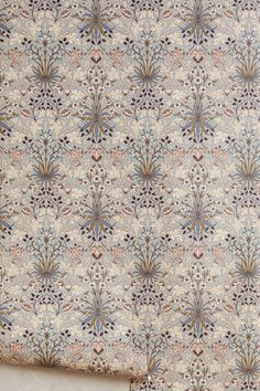 Haus von Hackney X William Morris Hyacinth Wallpaper - Blumen Dekoration William Morris Wallpaper, Morris Wallpapers, Unique Wallpaper, Print Wallpaper, Home Wallpaper, Wallpaper Ideas, House Of Hackney Wallpaper, Textile Design, Interior Design Living Room