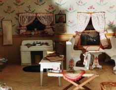 "miniature crime scene, Frances Lee's ""Nutshell Studies of Unexplained Death"""