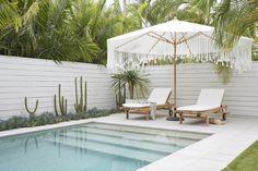 Inspiring Backyard Pool Designs Ideas That You Must Have - Small Backyard Pools, Backyard Pool Designs, Pool Landscaping, Backyard Patio, Swimming Pools Backyard, Rooftop Pool, Small Backyards, Backyard Ideas, Resin Patio Furniture
