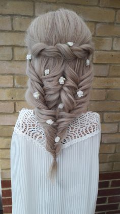 This #sophisicated bobo look ideal for a woodland or beach themed wedding Bridal Ponytail, Civil Ceremony, Image Shows, Beach Themes, Fashion Company, On Your Wedding Day, Woodland, Braids, Winter Hats