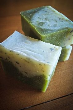 The best DIY projects & DIY ideas and tutorials: sewing, paper craft, DIY. Natural & DIY Skin Care : Soap Making 101 - Rosemary Peppermint Soap Recipe (cold process with essential oils) -Read Diy Savon, Savon Soap, Soap Making Recipes, Homemade Soap Recipes, Homemade Paint, Peppermint Soap, Diy Masque, Soap Making Supplies, Handmade Soaps