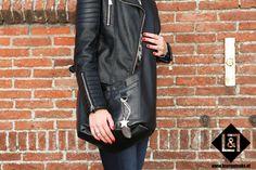 Bagabel Black: door zijn brede band draagt de tas heerlijk over je schouder. Je hebt op deze manier 'weinig' last van het gewicht vanwege de juiste verdeling. Comfort & Beauty in One! Inclusief voering, voorvak, vakje met rits van leer en vak zonder rits van voering.