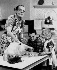 Frankenstein in a domestic scene with the kiddos. Classic Monster Movies, Classic Horror Movies, Classic Monsters, Horror Films, Funny Horror, Horror Icons, It's Funny, Horror Art, Hilarious