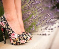 spring platforms - Saw some the other day online.. Needless to say, I really need a pair!!! :)