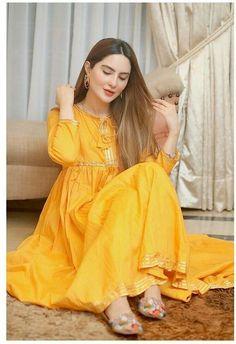 Beautiful Pakistani Dresses, Pakistani Formal Dresses, Pakistani Dress Design, Indian Dresses, Pakistani Bridal, Indian Outfits, Fancy Dress Design, Stylish Dress Designs, Frock Design