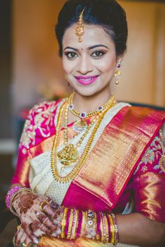 South Indian bride in silk saree and gold jewellery. Indian Wedding Bride, South Indian Bride, Indian Wedding Outfits, Saree Wedding, Wedding Wear, Indian Weddings, Kerala Bride, Tamil Wedding, Hindu Bride