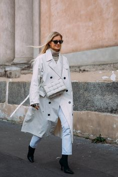 Say Buongiorno to Milan Street Style, Where the Looks Are All Gucci Winter Outfits Women 20s, Chic Winter Outfits, Milan Fashion, Look Fashion, Fashion Photo, Street Fashion, High Fashion, Rainy Outfit, Gucci Coat