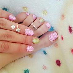 هذه #أظافر اليوم  Here's a picture of my Tuesday Nails matching my Monday Pedi. Pink and White Hearts Toe Nails and Pink and White Hearts Nails using Sabel #60