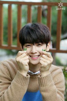 Uhh, Moon Bin is my bias in ASTRO but Eunwoo wants to be my bias too. Eunwoo appeared in my dream last night which was romantic hihihihi. Astro Eunwoo, Cha Eunwoo Astro, Kim Myungjun, Jinjin Astro, Park Jin Woo, Astro Fandom Name, Park Bo Gum, Lee Dong Min, Kpop Posters