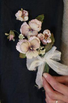 イメージ 1 Faux Flowers, Love Flowers, Diy Flowers, Vintage Flowers, Fabric Flowers, Paper Flowers, Italian Flowers, Material Flowers, Flower Corsage