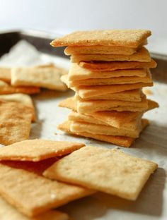 These keto butter crackers are the perfect canvas for your favorite dips, spreads and toppings. They are buttery and super flaky plus they come together in a snap with only 4 ingredients! Keto Desserts, Keto Snacks, Healthy Snacks, Snack Recipes, Keto Foods, Recipes Dinner, Low Carb Keto, Low Carb Recipes, Biscuits