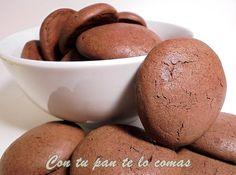 Para hacer más ricas aún estas galletas de Maizena y chocolate, la masa lleva leche condensada. Una idea del blog CON TU PAN TE LO COMAS.