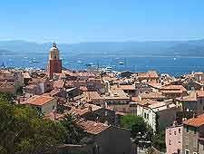 Llegar en yate a Saint Tropez, Francia