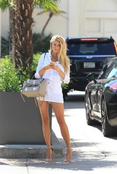 charlotte-mckinney-shopping-in-la-73115.jpg