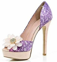 purple  trinkets-treasures-n-treats:    (via The Artful Shoe / River Island purple peep toes)
