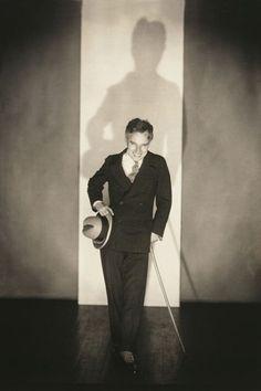 November 1926 - Charlie Chaplin in New York Photo Edward Steichen Edward Steichen, Charlie Chaplin, Vevey, Alfred Stieglitz, Flatiron Building, Marlene Dietrich, Victor Hugo, Moma, Charles Spencer Chaplin