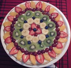 My Kitchen: Fruit Pizza Healthy Food Options, Healthy Recipes, Fruit Dishes, Fruit Displays, Food Crafts, Dessert Recipes, Desserts, What To Cook, Fruits And Veggies