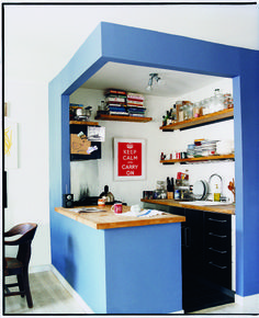 What an awesome way to decorate a tiny kitchen!